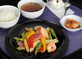 海鮮と季節野菜の塩麹炒め